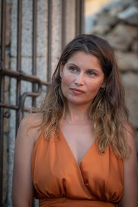 laetitia-casta-at-lumio-s-literary-encounters-in-front-of-over-a-hundred-people-in-the-village-s-new-green-theater-9.thumb.jpg.ce94c6cd88c9e0317d3eef86ef2909c6.jpg