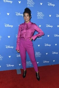 sofia-wylie-at-d23-expo-in-anaheim-08-23-2019-4.jpg