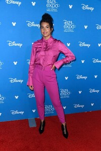 sofia-wylie-at-d23-expo-in-anaheim-08-23-2019-6.jpg