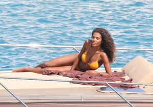 tina-kunakey-in-a-bikini-on-holiday-in-mykonos-island-08-06-2020-12.jpg