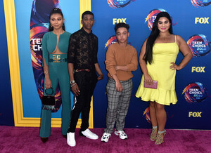 Sierra+Capri+FOX+Teen+Choice+Awards+2018+Arrivals+ggTwfR1E1ngl.jpg