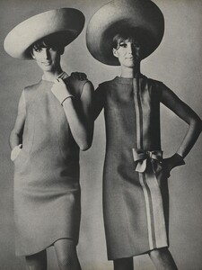 America_Penn_Penati_US_Vogue_March_1st_1966_20.thumb.jpg.ddfef2f52e922262a74677814c3f4607.jpg