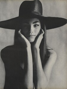 America_Penn_Penati_US_Vogue_March_1st_1966_24.thumb.jpg.9f90c4c94c413577196d6a3c43149b69.jpg