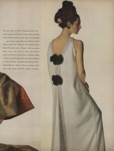 America_Penn_Penati_US_Vogue_March_1st_1966_26.thumb.jpg.2cf9ca4091cde01328e458dc13ca1c57.jpg