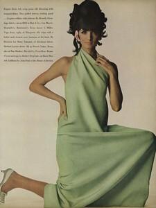 America_Penn_Penati_US_Vogue_March_1st_1966_28.thumb.jpg.39630fa91bcaee0117837b2b7804f867.jpg