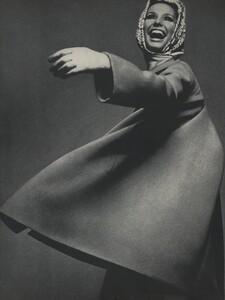 Avedon_US_Vogue_March_1st_1966_01.thumb.jpg.89c15cc5ddf9a1bd46a69122d84cbd0a.jpg