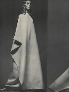 Avedon_US_Vogue_March_1st_1966_03.thumb.jpg.14329d7d3913985d50e3f75245a16a52.jpg