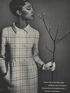 Avedon_US_Vogue_March_1st_1966_15.thumb.jpg.fcd6f16168b183a44ffcae8ec38a7074.jpg