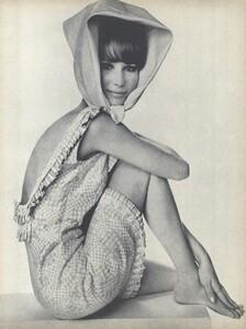 Beauty_Penn_US_Vogue_January_15th_1965_01.thumb.jpg.bb86eaa28109b99c76d802f1f654de03.jpg