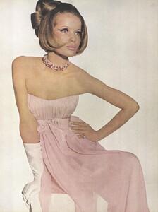 Beauty_Penn_US_Vogue_January_15th_1965_04.thumb.jpg.8f91a509031e98ac10ff966213ea650b.jpg