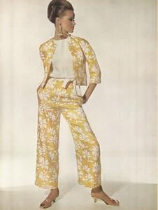 Beauty_Penn_US_Vogue_January_15th_1965_05.thumb.jpg.12e55dda36cd414d9ca2e99a33ba7bda.jpg