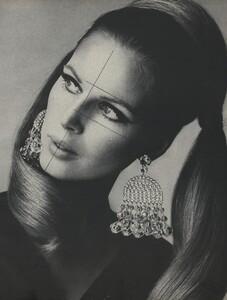 Beauty_Stern_Penn_US_Vogue_March_15th_1966_04.thumb.jpg.e70557598fa42d1be8b558fa02cf3f93.jpg