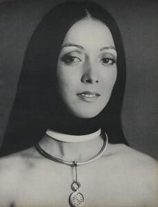 Beauty_US_Vogue_April_15th_1970_06.thumb.jpg.c6e8c6a6bb8a59b38dc5fa6978e3dc43.jpg