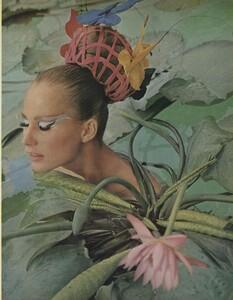Beauty_US_Vogue_May_1965_02.thumb.jpg.c4ff79019b1da8024ac301af7f194a24.jpg