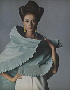 Beauty_US_Vogue_May_1965_04.thumb.jpg.fb711128d9152ef5460f1a789c6419fb.jpg