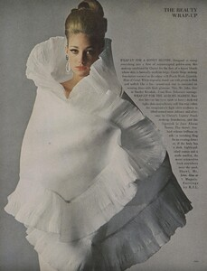 Beauty_US_Vogue_May_1965_05.thumb.jpg.9444264fa99e0a266fe802fe992331f2.jpg