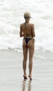 Charlotte-McKinney-Sexy-The-Fappening-Blog-9.jpg
