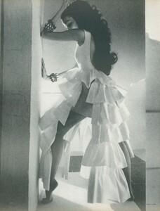 Clarke_US_Vogue_April_1st_1970_01.thumb.jpg.c4967a6fd6d261400bca89b8ad807a83.jpg
