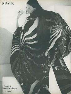 Clarke_US_Vogue_April_1st_1970_03.thumb.jpg.e73838fdbfa091202c2a4bc0b460226d.jpg