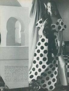 Clarke_US_Vogue_April_1st_1970_04.thumb.jpg.718ddc9127c83ac9baeb2318bc4b035f.jpg