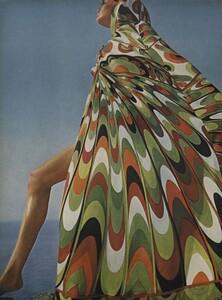Clarke_US_Vogue_January_1st_1965_01.thumb.jpg.96fd4585bcf862ad9d23f0ff33882697.jpg