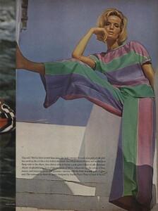 Clarke_US_Vogue_January_1st_1965_04.thumb.jpg.156beca15eefeb815ca7523d271d28b7.jpg