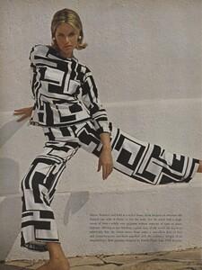 Clarke_US_Vogue_January_1st_1965_05.thumb.jpg.6ed8aeaf879b1ca23bf077bd28f07409.jpg