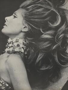 Clarke_US_Vogue_May_1966_01.thumb.jpg.6ba5dc3647cfac28f3b3f571d4665019.jpg