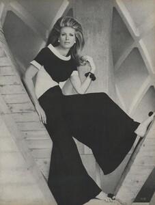 Clarke_US_Vogue_May_1966_06.thumb.jpg.b65474a14aa230c155a8048e74557c6a.jpg