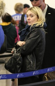 DFF_2014candid_feb2_departs_lax_airport_013.thumb.jpg.70d291435f0f62cbb9c37935b8d37bab.jpg