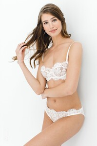 Dominique_French_lace_underwire_bra_and_briefs_Ivory_bridal_lingerie.jpg