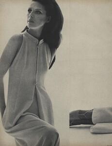 Galanos_Stern_US_Vogue_March_15th_1966_03.thumb.jpg.e222e7a4eaf3aab58fa7acc39be4b87f.jpg