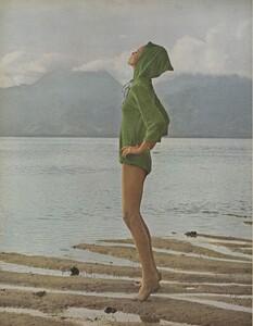 Gilded_Parkinson_US_Vogue_May_1965_01.thumb.jpg.5cee099fa628ae6b491b328c2e5cb21b.jpg