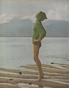 Gilded_Parkinson_US_Vogue_May_1965_01.thumb.jpg.f89dc3e83b11af5d43f93b4ef336d086.jpg