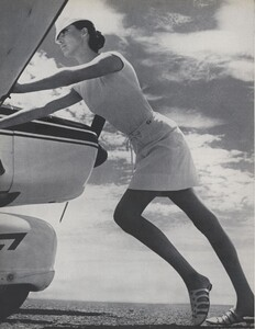 Gilded_Parkinson_US_Vogue_May_1965_03.thumb.jpg.ad69a010f00028bd512cb9a68c48537c.jpg