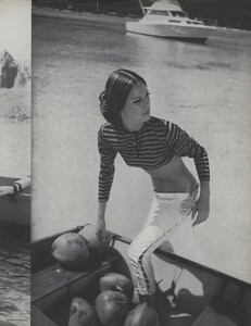 Gilded_Parkinson_US_Vogue_May_1965_06.thumb.jpg.6e7093e5e40c34dbedcda48d8fa70921.jpg