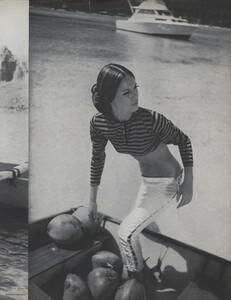 Gilded_Parkinson_US_Vogue_May_1965_06.thumb.jpg.b9588bfb7572014ee5c348328c415548.jpg
