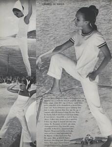 Gilded_Parkinson_US_Vogue_May_1965_09.thumb.jpg.1821a5c7311f867f31ecbccaa5dd3074.jpg