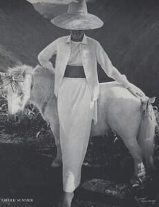 Gilded_Parkinson_US_Vogue_May_1965_11.thumb.jpg.940f55474dc15a7bee2519c5510dea29.jpg