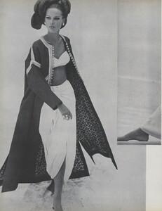 Gilded_Parkinson_US_Vogue_May_1965_13.thumb.jpg.1c192ac4e531c5d9c0208a2e069095fd.jpg