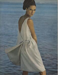Gilded_Parkinson_US_Vogue_May_1965_15.thumb.jpg.4344bf8b93a1de75486a71fbc4f5ee6b.jpg