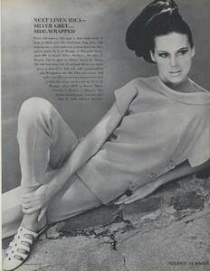 Gilded_Parkinson_US_Vogue_May_1965_16.thumb.jpg.ff7ead8bd0e7d7134c5bdcd1eace3f48.jpg