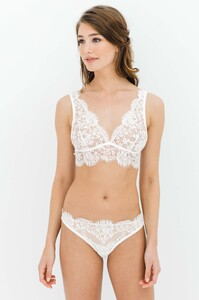 GirlandaSeriousDream_Dominique_French_Leavers_lace_soft_cup_non_wire_bra_bralette_and_panties_Ivory_bridal_lingerie_78efcf4b-3091-400a-a961-0174e7f.jpg