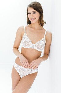 GirlandaSeriousDream_Peony_French_lace_Full_cup_underwire_bra_and_panties_briefs_ivory_bride_bridal_lingerie_68c2a412-eaea-449d-86bb-6e6146ac4956.jpg