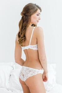 GirlandaSeriousDream_Peony_French_lace_underwire_bra_and_panties_briefs_back_0c112657-9923-4813-88c0-4984c6627f67.jpg