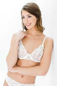 GirlandaSeriousDream_Peony_French_leavers_lace_Full_cup_underwired_bra_and_panties_briefs_ivory_lingerie.jpg
