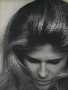 Glow_US_Vogue_July_1970_01.thumb.jpg.94781f2a08e4b8f1ad2b7134053d22f9.jpg
