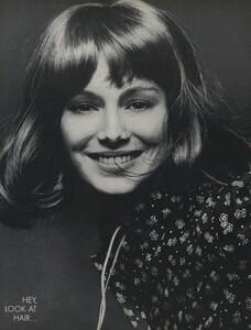 Glow_US_Vogue_July_1970_03.thumb.jpg.94860e9b72922213890d8f5ddbcea7be.jpg