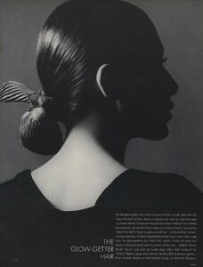Glow_US_Vogue_July_1970_05.thumb.jpg.e7b9918efd11727805320182cf687ce4.jpg