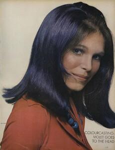 Glow_US_Vogue_July_1970_06.thumb.jpg.f9e91d1185c3e17aeb90bf369b24fb27.jpg
